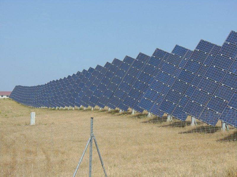 solar-panels-2447705_640